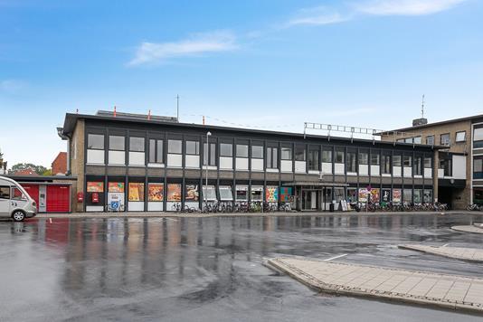 Bolig/erhverv på Banegårdspladsen i Nykøbing F - Ejendommen