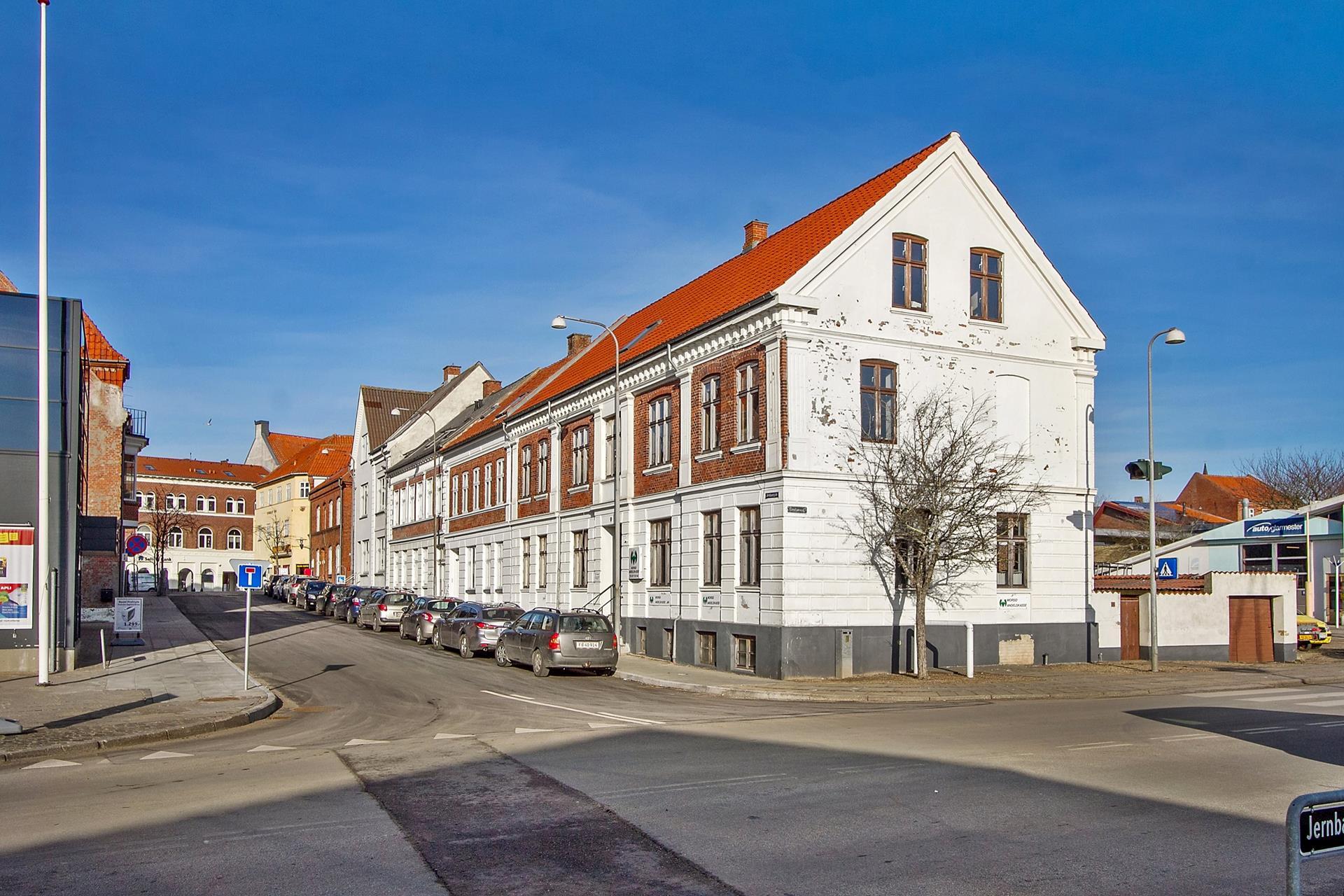 Bolig/erhverv på Jernbanegade i Nykøbing M - Ejendommen