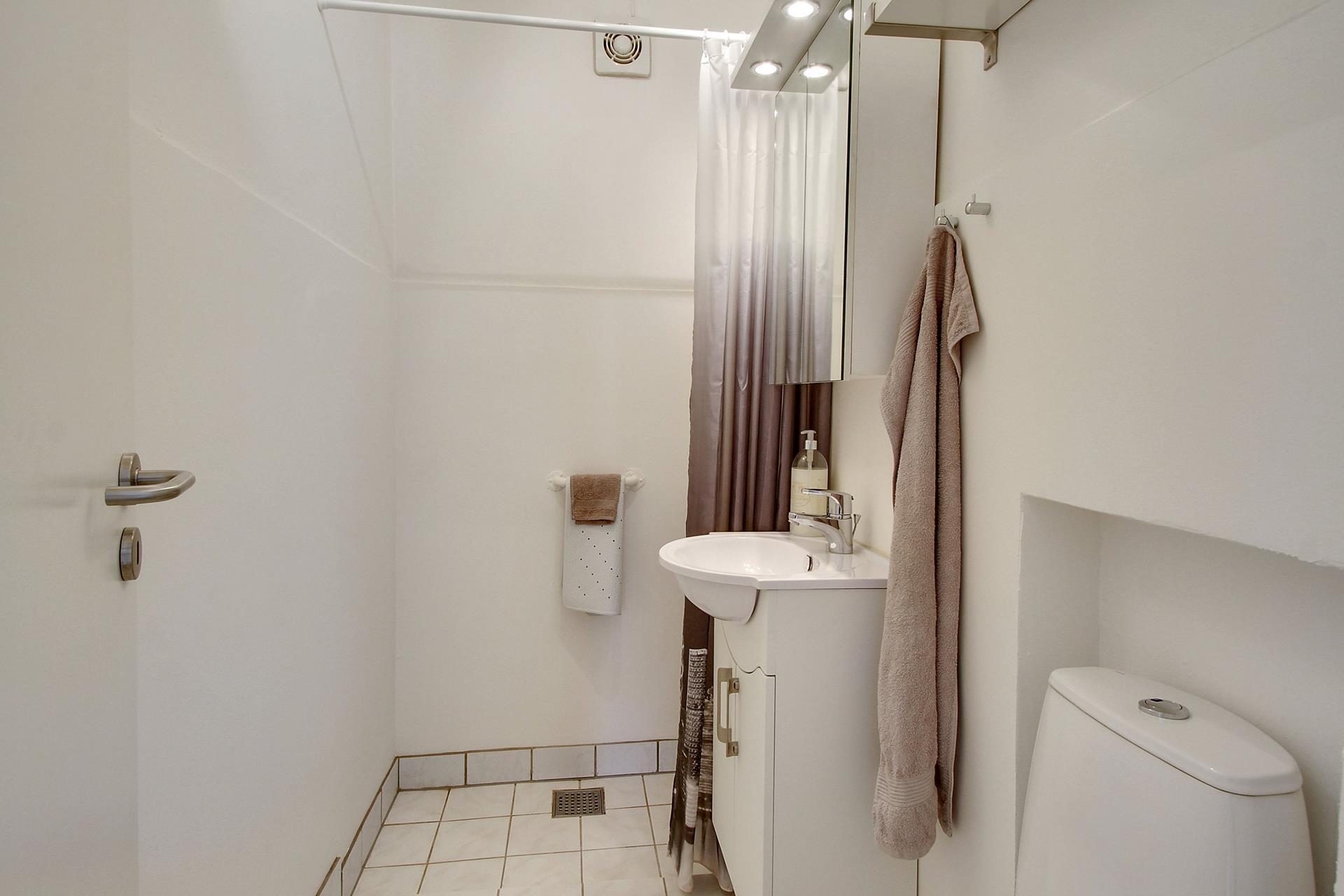 Boligudlejning på Jernbanegade i Hjallerup - Toilet
