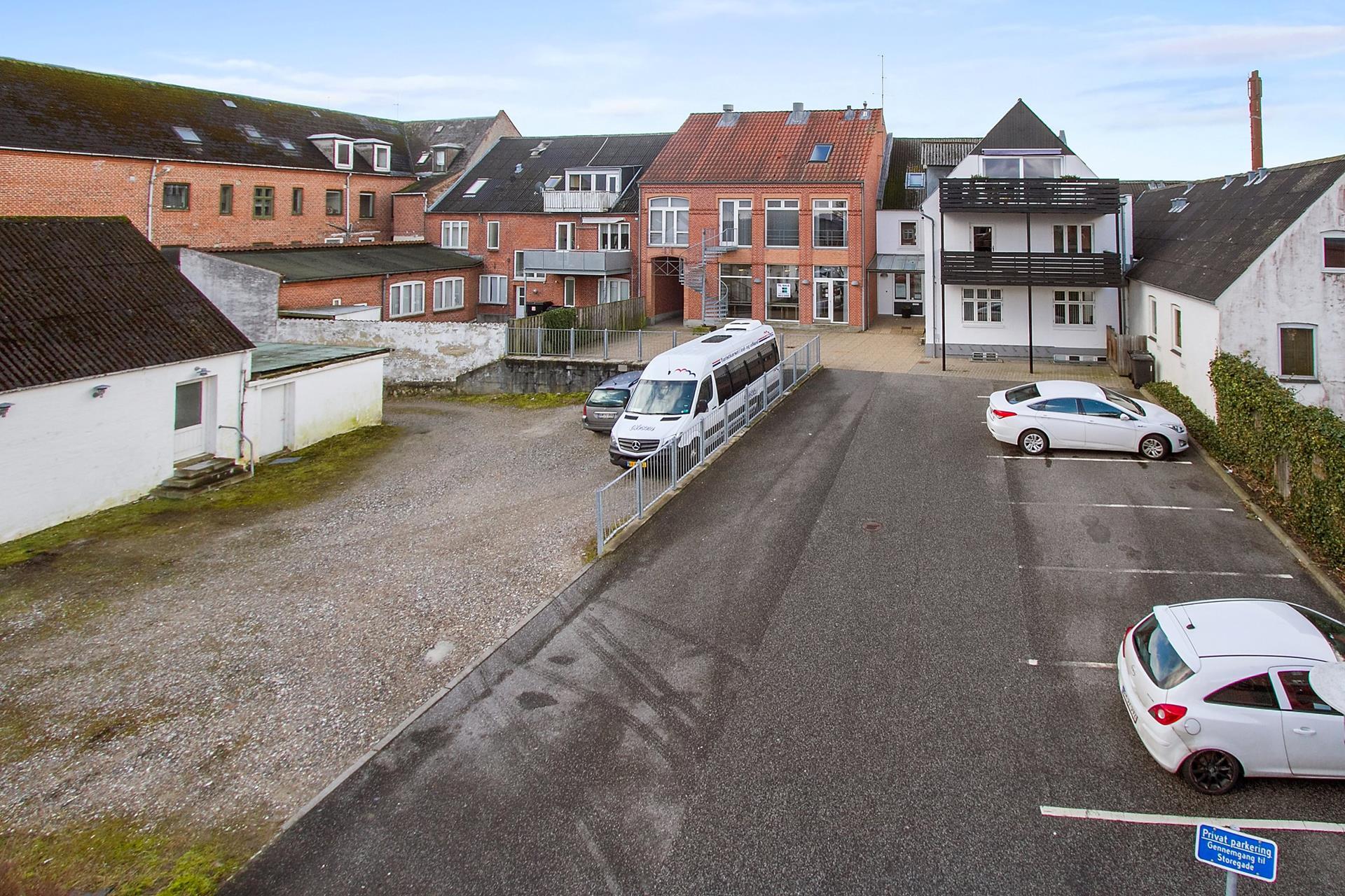 Boligudlejning på Storegade i Hadsund - Parkeringsareal
