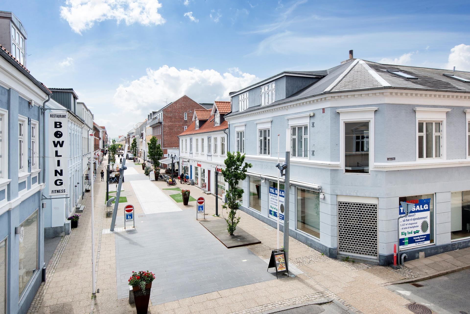 Detail på Danmarksgade i Frederikshavn - Facade erhverv