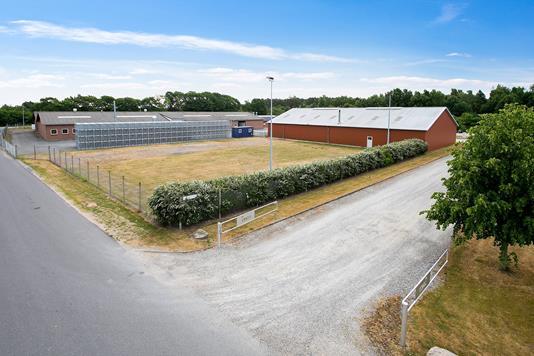 Kontor på Ebeltoftvej i Ebeltoft - Set fra vejen
