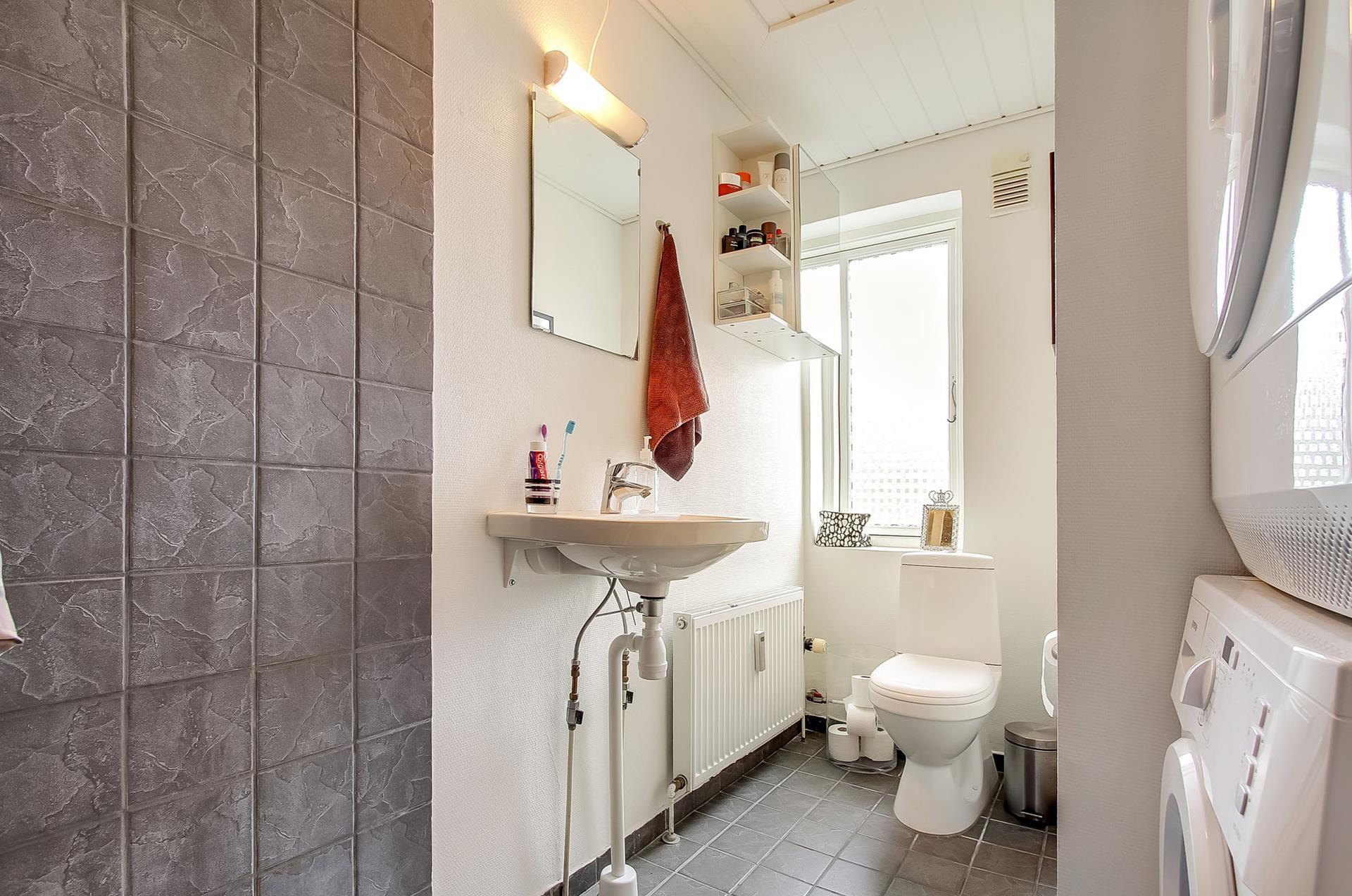 Boligudlejning på Oddervej i Højbjerg - Toilet