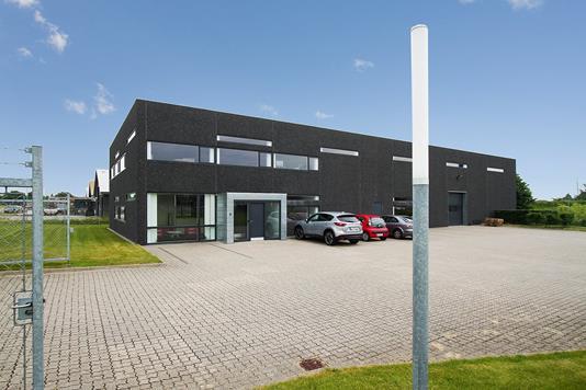 Produktion/lager på Holmagervej i Hornslet - Ejendommen