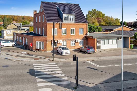 Bolig/erhverv på Rosenvangs Allé i Højbjerg - Set fra vejen