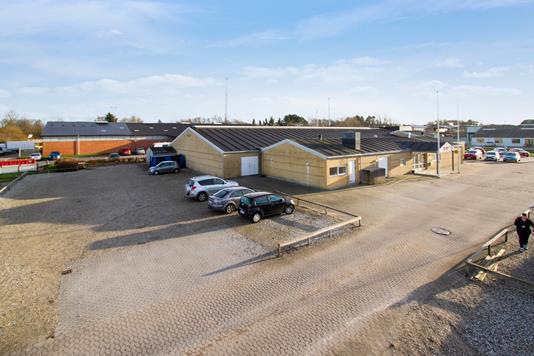 Kontor/lager på Agerskellet i Randers NV - Set fra vejen