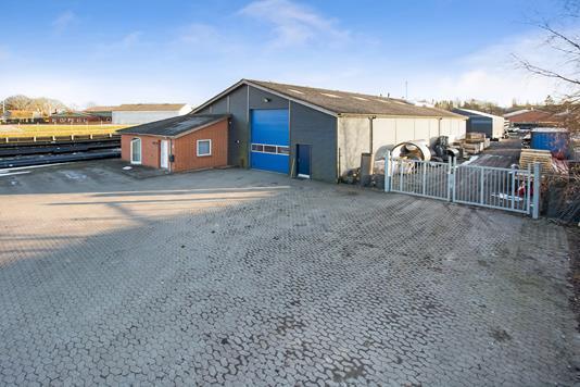 Produktion/lager på Industrivej i Vissenbjerg - Mastefoto