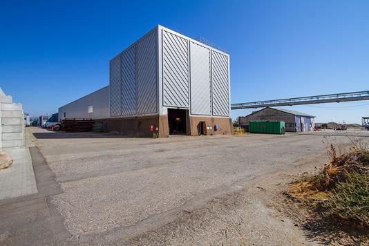 Produktion/lager på Værftsvej i Køge - Set fra vejen