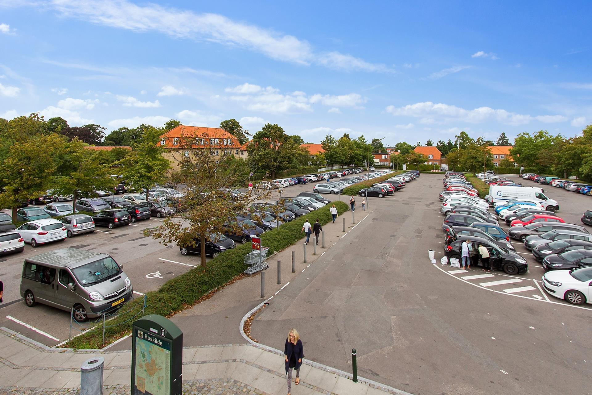 Detail på Algade i Roskilde - Parkering