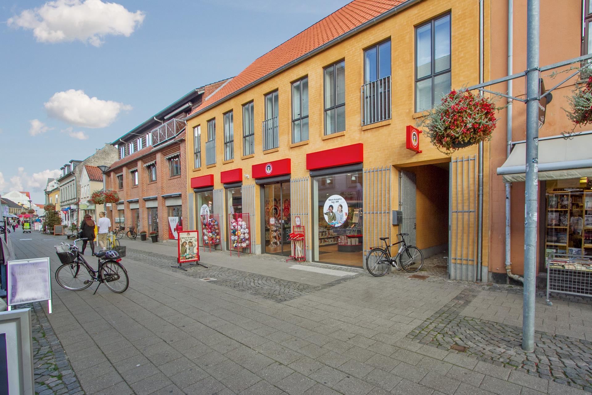 Detail på Jernbanegade i Frederikssund - Ejendommen